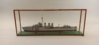 Maquette en bois peint du torpilleur Typhon de la Marine Nationale, lancé en 1924...