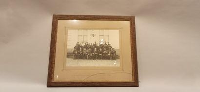 5 photographies, 4 portraits de militaires et 1 photo de groupe avec officiers supérieurs...