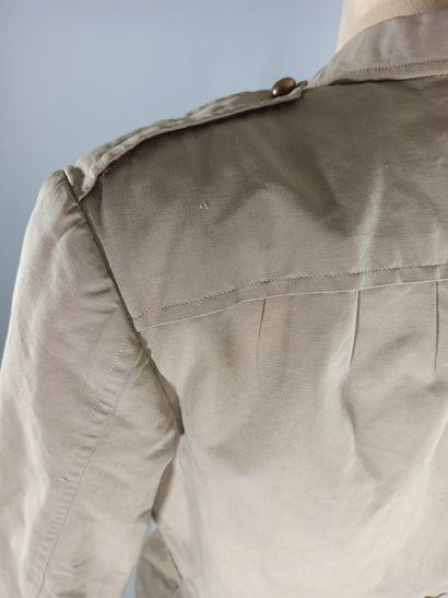 Vareuse française en coton beige avec pattes de col des troupes sahariennes.  Années...