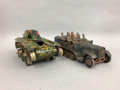 Lot de figurines comprenant :    QUIRALU : armée allemande et légionnaires français....