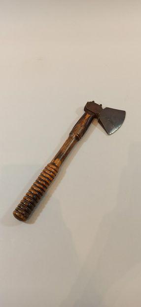 Petite hache XVIIIème.  Long.: 33 cm
