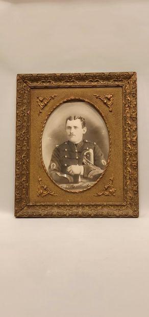 """5 photographies de militaires, certaines rehaussées """"officiers dont le colonel Descoings..."""