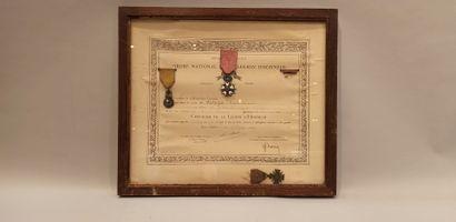 2 brevets avec décorations: brevet de la...