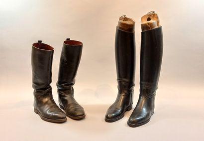 Deux paires de bottes de cavalerie en cuir...