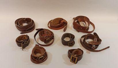Lot de 9 ceinturons en cuir dont 7 avec baudrier...