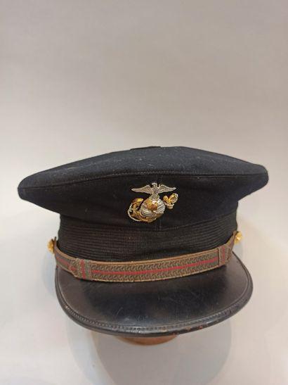 Lot de trois coiffures américaines et une anglaise : Une casquette d'officier supérieur...