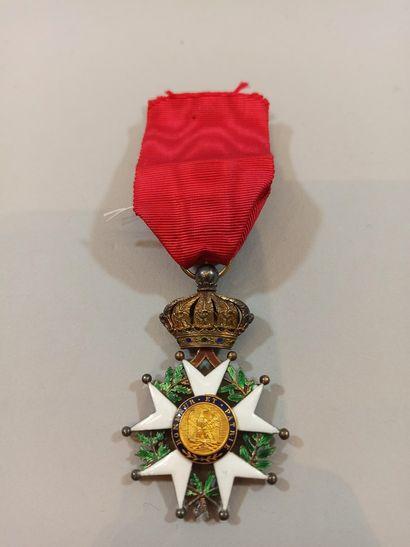 Croix d'officier de la Légion d'Honneur.  Vermeil. Ruban conforme.  Epoque Second...