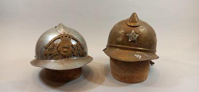 Lot de 2 casques:  - Casque étranger  - Modèle...