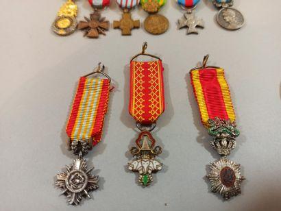 Ensemble de 9 miniatures de décorations: Millions d'Elephants, Annam, médaills militaire,...