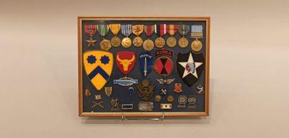 Médailles et insignes américains contenus...