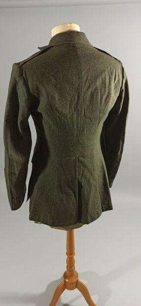 Uniforme de sortie de sergent de l'U.S.M.C. comprenant : une veste en drap de laine...