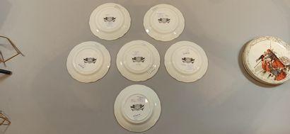 CREIL ET MONTEREAU  7 assiettes en faïence à décor polychrome imprimé « Le siège...