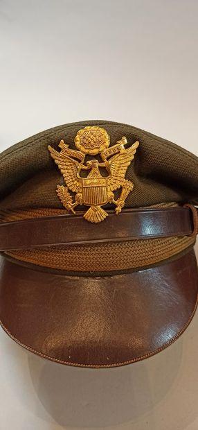 Ensemble pour pilote américain : une casquette d'officier en laine brune avec emblème...