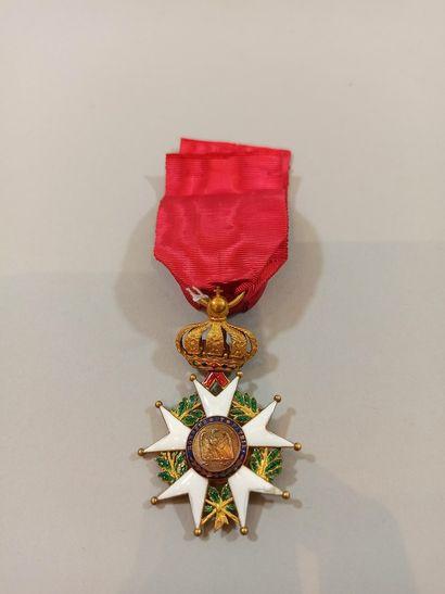 Croix d'officier de la Légion d'Honneur.  Or. Ruban à boufettes.  Epoque Second...