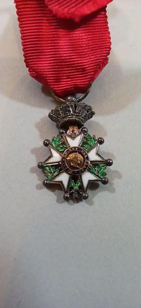 Croix de chevalier de la Légion d'Honneur.  Modèle de luxe à filets et centre en...