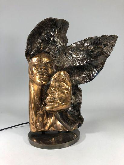 LOHE Yves, né en 1947  Deux visages,  sculpture...