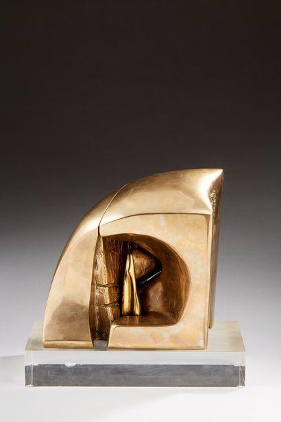 BEZALEL Aharon, 1926-2012  Sans titre, 1985  bronze tripartite à patine mordorée...