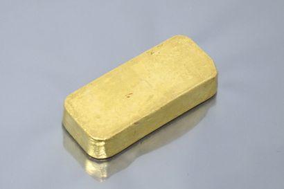 Lingot en or (995.9), numéroté.  Accompagné d'un bulletin d'essai.  Poids : 995.8...