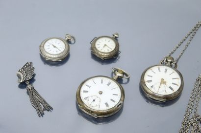 Lot de quatre montres en argent comprenant...