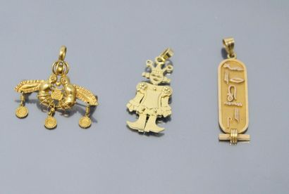 Lot de trois pendentif en or jaune 18k (750),...