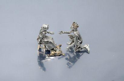 Cendrillon. Groupe en métal argenté figurant la scène où le roi essaie la pantoufle...