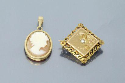Lot composé de deux bijoux en or jaune 18k...
