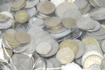 Vrac de pièces pièces du monde majoritairement...
