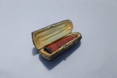 Fume cigarettes en ambre, dans son écrin...