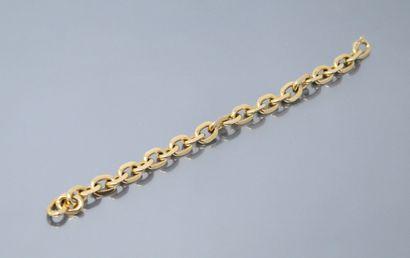 Bracelet en or jaune 18k (750) à maille forçat....