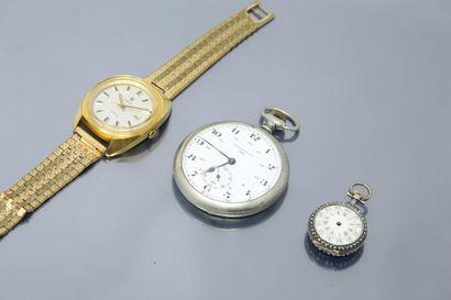 LIP  Lot de deux montres comprenant :  -...