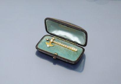 Broche en or jaune 14k (585) au décor d'une...