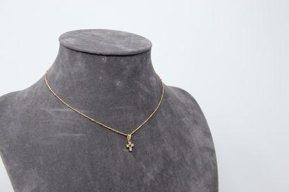 Croix et sa chaîne en or jaune 18k (750),...