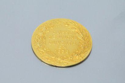 Médaille circulaire en or jaune 18k (750) commémorative de la création de la Caisse...