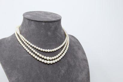 Collier trois rangs en chute de perles de...