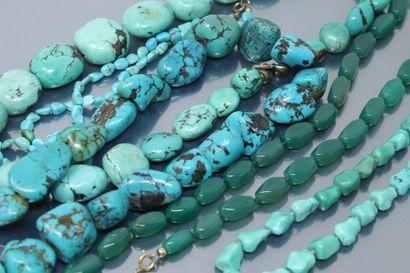 Lot de quatre colliers en turquoise veinée....