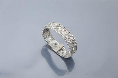 Bracelet en or gris 18k (750) à maille tressée....