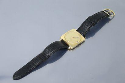 LIP  Montre bracelet en or jaune 18K (750)...