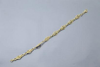 Bracelet en or jaune 18k (750) à maille losangiques...
