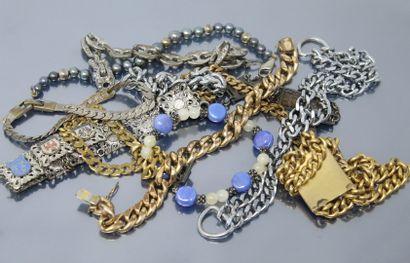 Lot de douze bracelets comprenant des gourmettes...