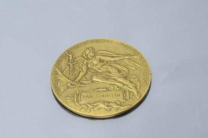 Médaille en bronze dorée  Avers : la Renommée...