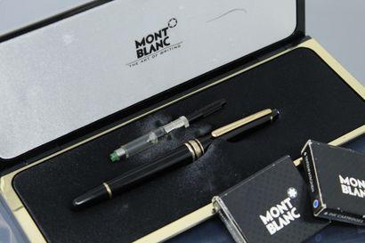MONTBLANC  Lot comprenant :  - un stylo à...