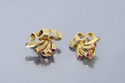 Deux clips d'oreille noeud en or jaune 18k...