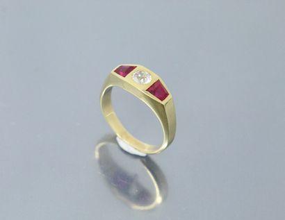 Bague en or jaune 18k (750) ornée d'une pierre...