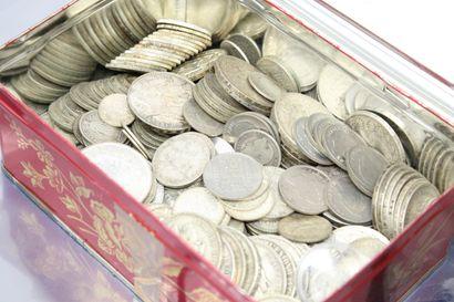 Lot de pièces en argent françaises et étrangères....