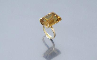 Bague en or jaune 14k (585) ornée d'une...