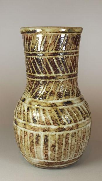 PETTIT Olivier (1918-1979)  Vase en terre...