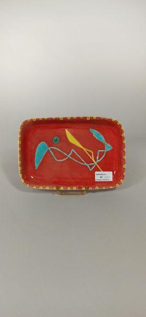 CERENNE - Atelier (1943 -1980)  Lot de cinq pièces :  - Assiette à décor de poisson...