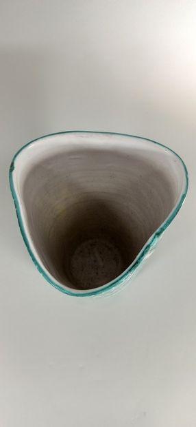 ALLIX Michel Allexandrov (1910 - ?)  Vase.  Terre de Vallauris, signature manuscrite...