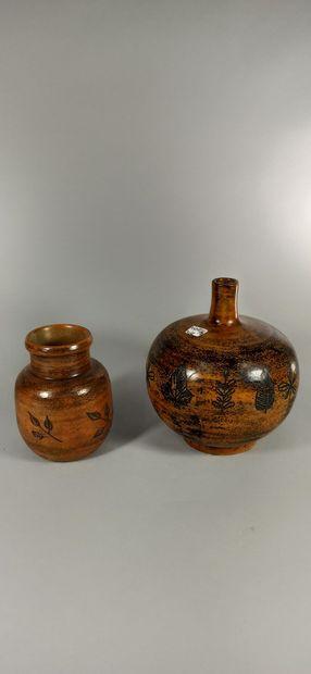 BLIN Jacques  Ensemble de 2 pièces : pied de lampe et un vase  Pied de lampe orange...