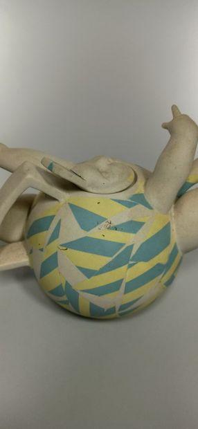 LES BOTTA (BOTAGISIO Serge et DECOUX Agnès)  Théière poupon en porcelaine partielement...